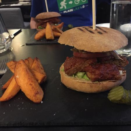 Tempeh burger with sweet potato wedges