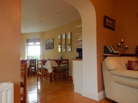Rockmount House: vue sur la salle du petit déjeuner de la pièce commune