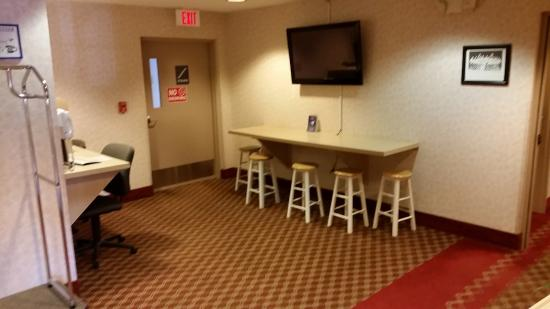 Microtel Inn & Suites by Wyndham Baldwinsville/Syracuse: breakfast eating area