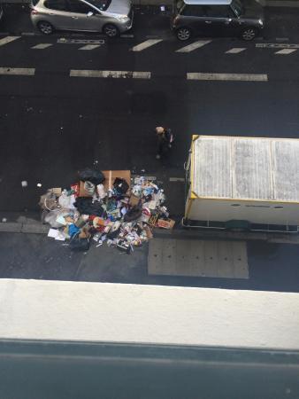 Hôtel Kyriad Paris 12 - Nation : Vue (et odeur) sur... les ordures !