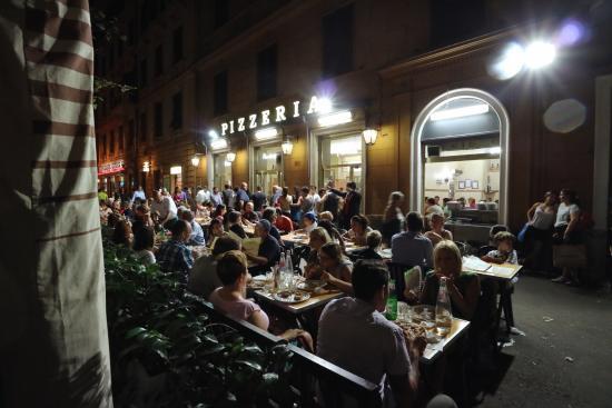 Enviroment - Foto di Pizzeria Ai Marmi, Roma - TripAdvisor