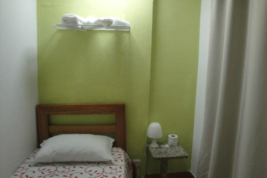 Braganca Oporto Hotel : Pequeña habitación individual, cómoda y limpia