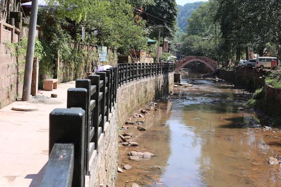 Shangli Ancient Town : Newly constructed river walkway