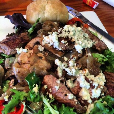 Sunset Grille: Steak & Bleu Cheese Salad