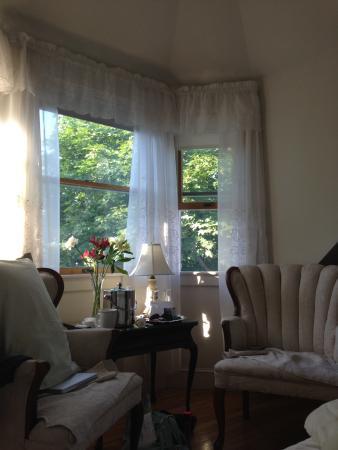 Atlantic Ark Inn: Sitting area in the room