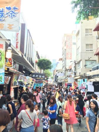 New Jyuejiang Shopping Area : 人潮