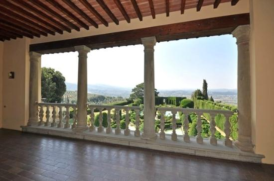 Villa Gamberaia: Terrace view of Florence