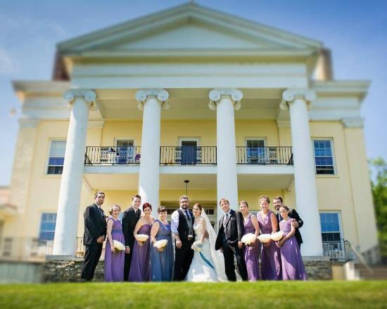 Bluff Point, État de New York : Wedding Party in front of Esperanza Mansion