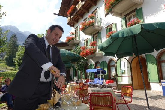 Hotel Pontechiesa: Jean Michele at happy hour