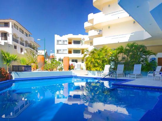 Ocean Park Condominiums: Alberca