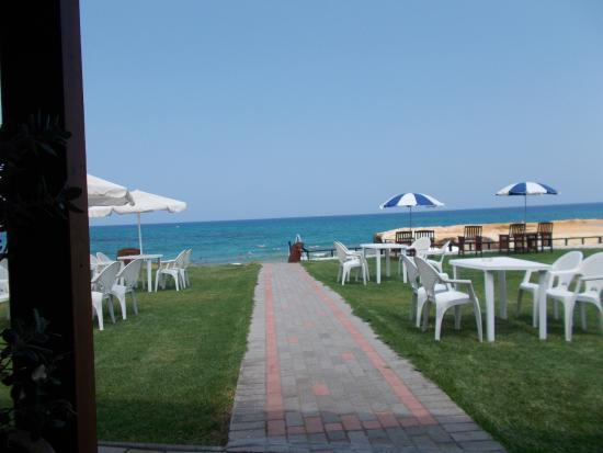 Astra Village Apartments: Meltemmi beach -15-20 mins walk from Astra village