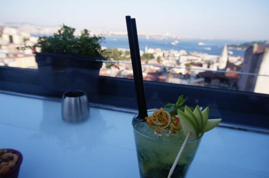 Leb-i Derya: apple cocktail