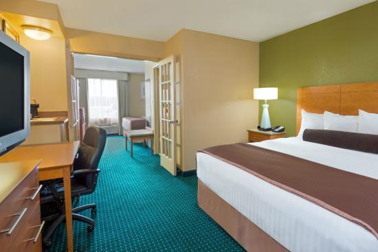 Quality Inn & Suites San Antonio Near at&T Center: Two King Suite Bedroom