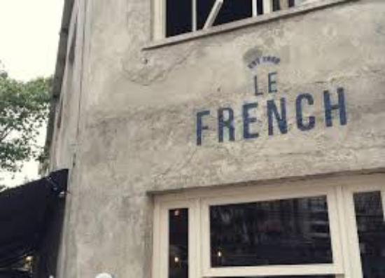 Le French Bazar : Lado externo