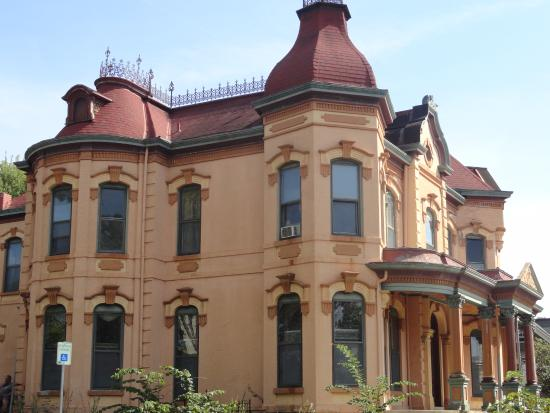 Museum Hill Historic District : Victorian House