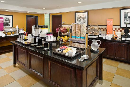 Hampton Inn & Suites Dallas / Lewisville - Vista Ridge Mall: Breakfast