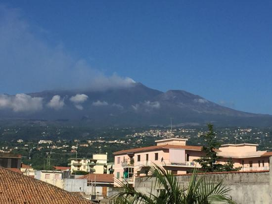 B&B di Charme Camelie: Great view of Mount Etna from the terrace