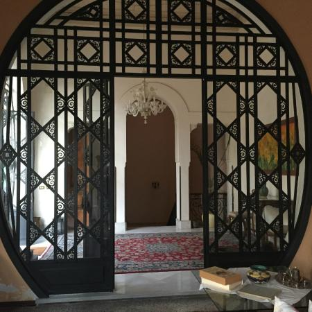 B&B di Charme Camelie: The interesting doors inside the Palazzo