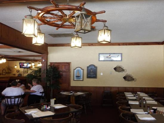Captain Joes Seafood Restaurant: dining area