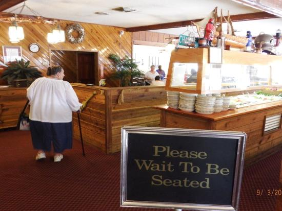 Captain Joes Seafood Restaurant: as you come in please wait to be seated