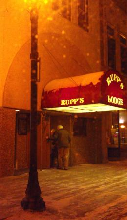 Rupps Downtown: Rupp's Lodge Downtown Sheboygan Entrance