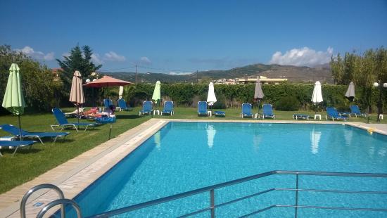 Alonia Apartments: Pool view