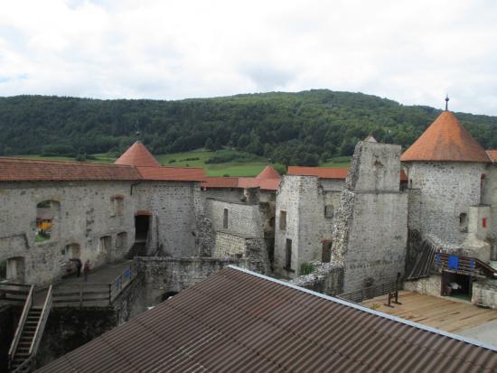 Zuzemberk, سلوفينيا: vue sur le chateau à partir d'une tour