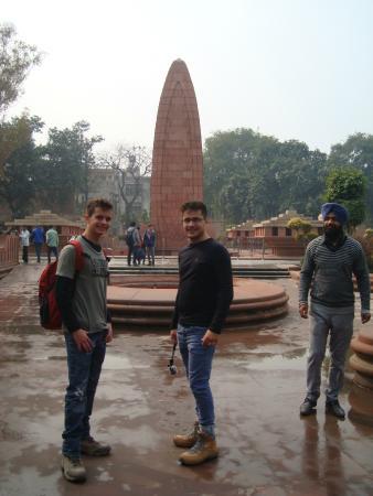 "Maharajah Ranjit Singh Panorama : monumento da entrada em forma de ""bala"" de fusil"