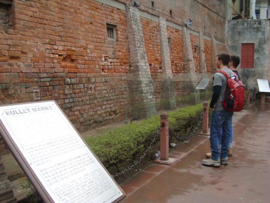 Maharajah Ranjit Singh Panorama: muro com marcas das balas