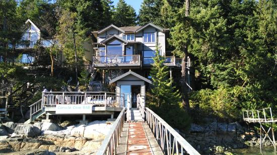 Coracle Cove Waterfront Suite