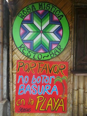 Rosa Mistica Hostal: Preferimos viajeros responsables. Mantengamos limpia la playa....