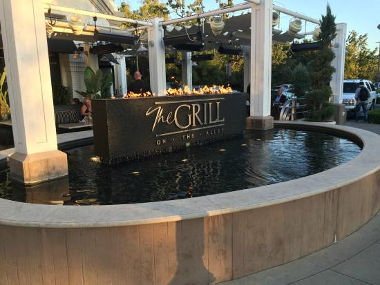 The Grill on the Alley - Westlake Village: Outside Pool