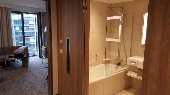 Flur / Badezimmer (die meisten Zimmer haben statt Badewanne eine ...