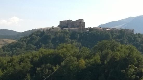 Castello di frontone picture of taverna della rocca for Castello di frontone