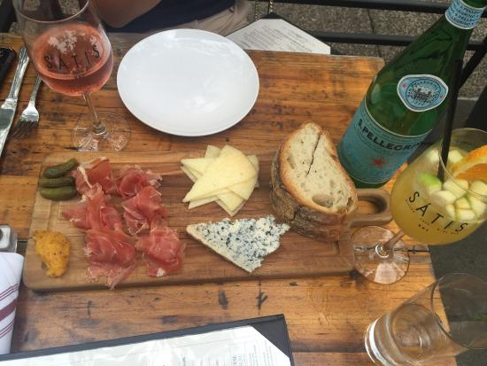 Satis Bistro: Great selection of various cheese and meats.