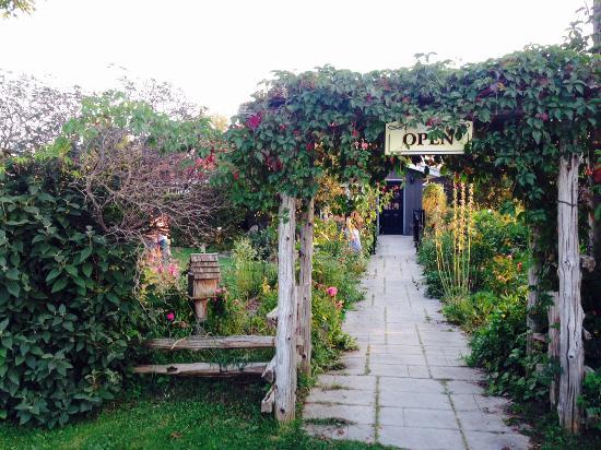 Garden's Gate Restaurant: Garden's Gate Entrance