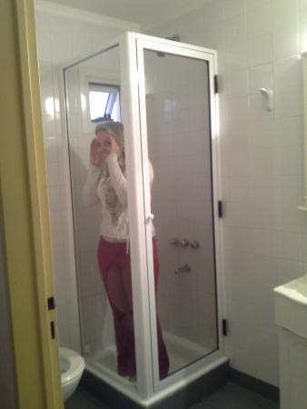 Hotel Uthgra de las Luces: Box do banheiro