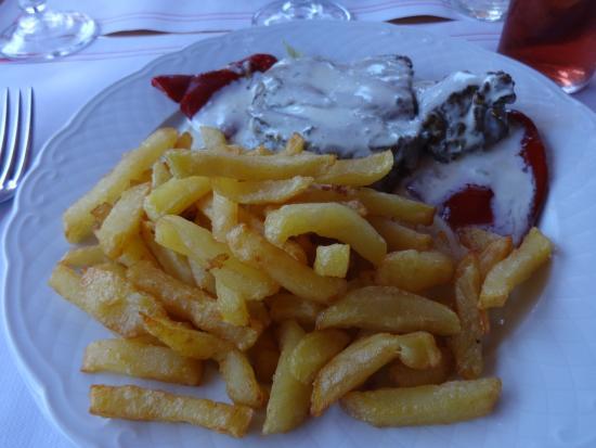 Tournedos de boeuf piquillos sauce roquefort et frites - Cuisiner tournedos de boeuf ...