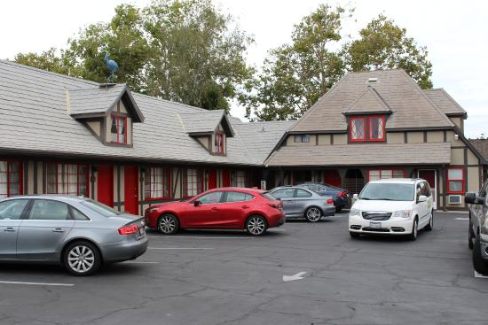 Hamlet Inn: On site parking is a definite plus in this town!