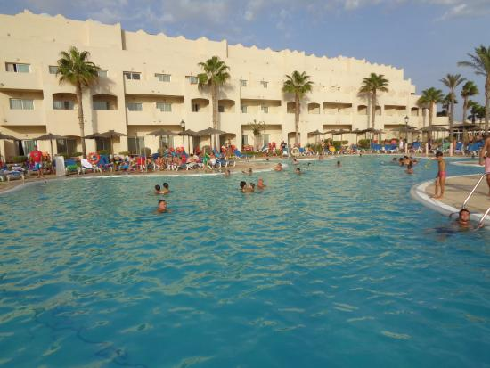 Piscina de toboganes picture of hotel cabo de gata for Toboganes de piscina