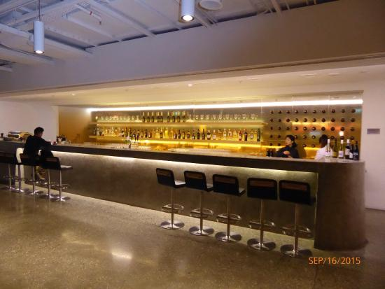 The Qantas Singapore Lounge