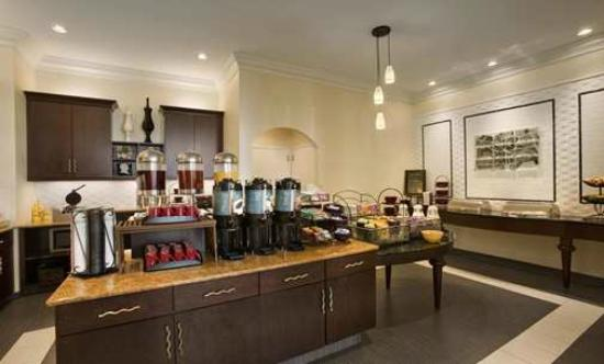 Homewood Suites by Hilton Philadelphia-City Avenue: Complimentary Beverage Center