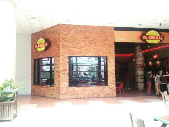 Corral sima 3 4 fotograf a de hamburguesas el corral for Adidas ecuador quito mall el jardin