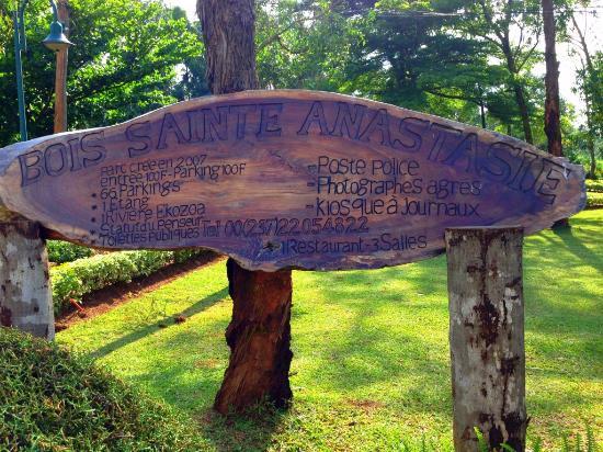 Plaque au sein du bois Sainte Anastasie
