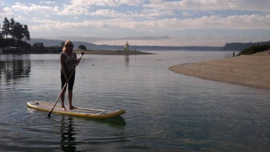 Waterfront Inn: Paddleboarding on Gig Harbor at the lighthouse