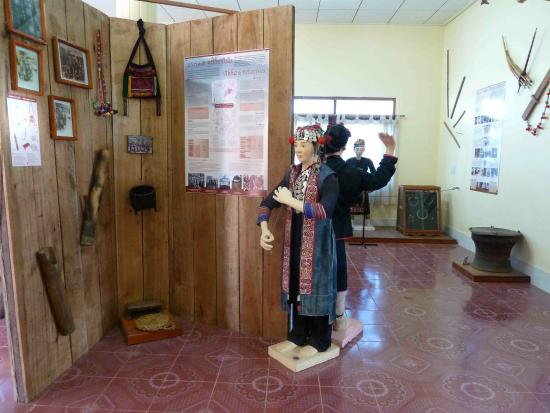 Museum of Phongsaly Ethnic Groups: inside museum 1