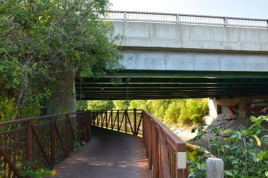 how to get on lower don river trail