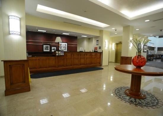 Hampton Inn & Suites by Hilton Rockville Centre: Front Desk