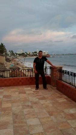 Hotel Playa Mazatlan: Terraza y playa