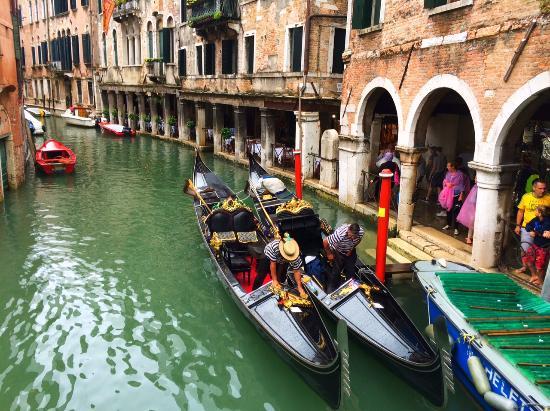 UNA Hotel Venezia: Gondolas on one of the nearby canals